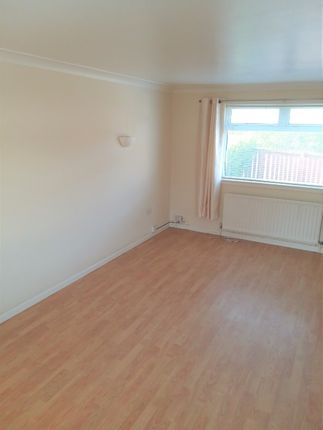 Thumbnail Flat to rent in Paterson Avenue, Irvine, North Ayrshire KA129Ll