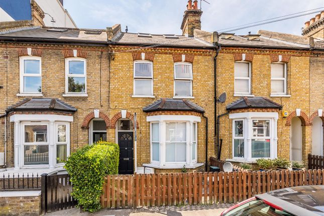 Thumbnail Flat for sale in Raleigh Road, London