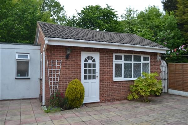 Thumbnail Bungalow to rent in Honeybourne Way, Kingfisher Estate, Willenhall