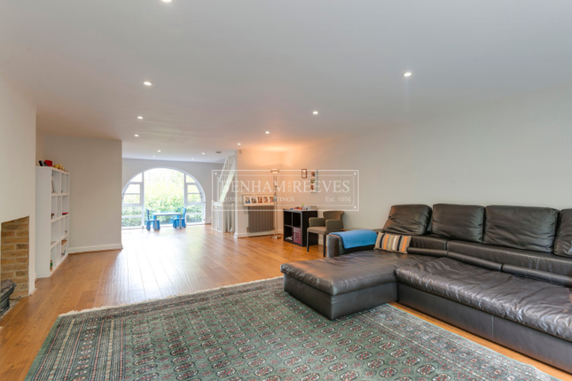Thumbnail Town house to rent in Tower Close, Hampstead