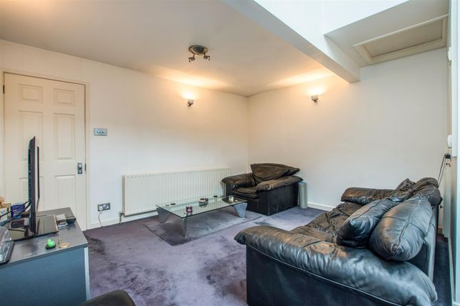 Thumbnail Bungalow for sale in Orchard Close, London