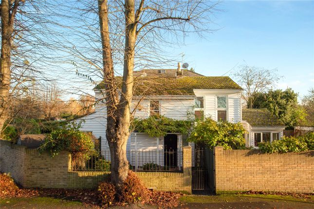 Picture No. 01 of Kent Road, East Molesey, Surrey KT8
