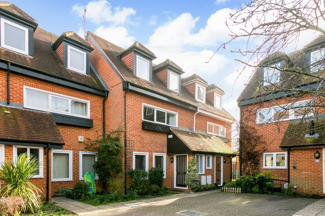 Thumbnail Mews house to rent in Putman Place, Henley-On-Thames