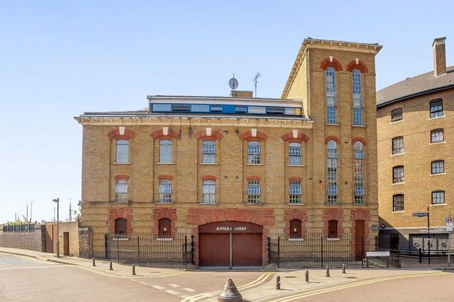 Thumbnail Flat for sale in Riviera Court, St Katharines Way, London