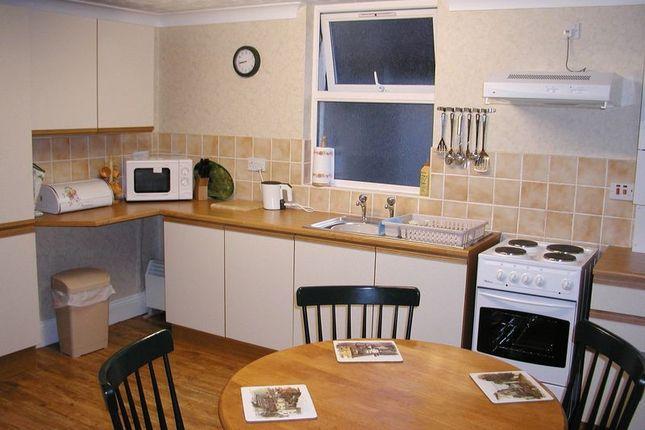 2 bed flat to rent in Alta Vista Road, Paignton