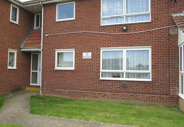 Thumbnail Flat for sale in Epping Close, Great Clacton, Clacton-On-Sea