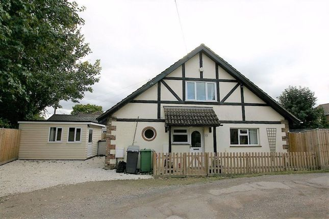 Thumbnail Bungalow to rent in Park Walk, Purley On Thames, Reading