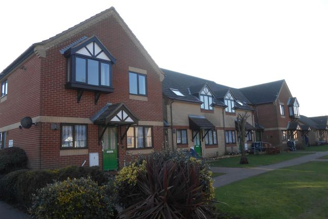 Thumbnail Flat to rent in Wensum Gardens, Lowestoft