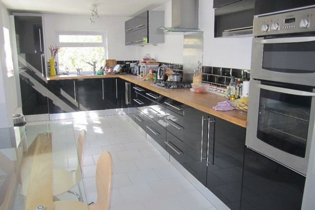 3 bed semi-detached house to rent in Graham Road, Wimbledon
