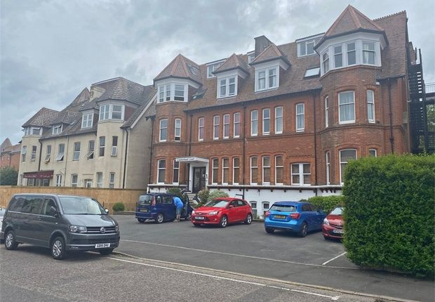 2 bed flat to rent in 3 Wescliff Gardens, Westcliff, Bournemouth, Dorset BH2