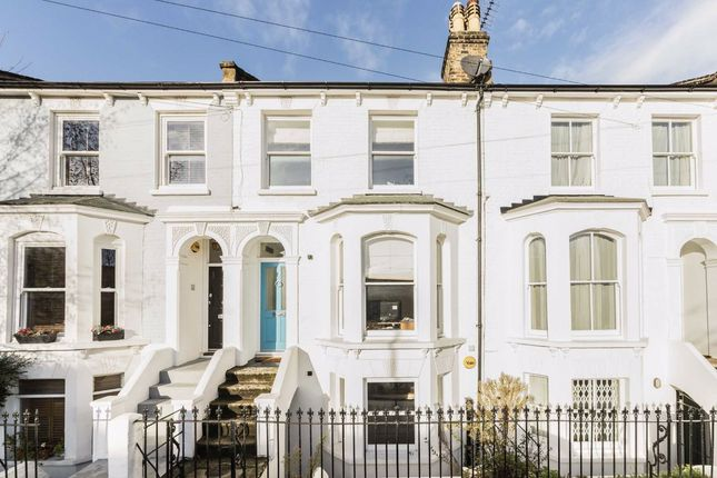 Thumbnail Terraced house to rent in Argyll Close, London