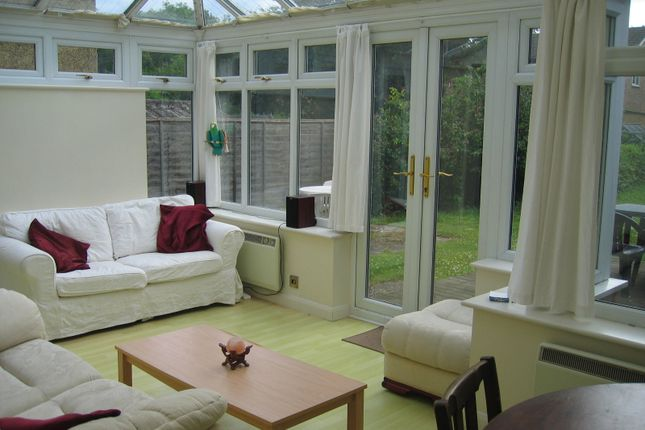 Thumbnail Semi-detached house to rent in Beckingham Road, Guildford