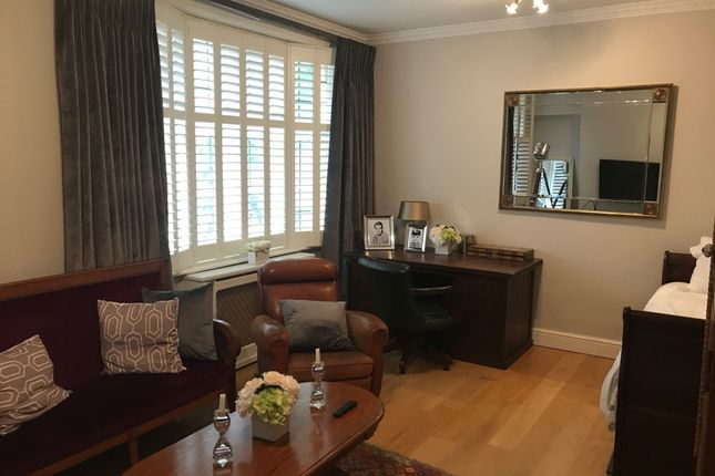 Thumbnail Flat to rent in Grape Street, London