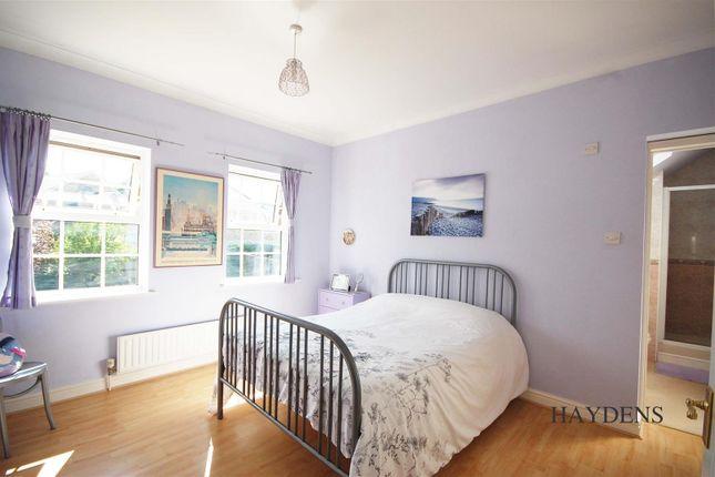 Bedroom 2 of Mallow Walk, St. James Road, Goffs Oak EN7