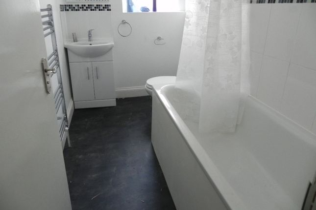 Thumbnail Flat to rent in Balham Hill, Clapham
