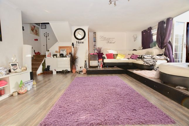 3 bed maisonette for sale in Distillery Walk, Brentford