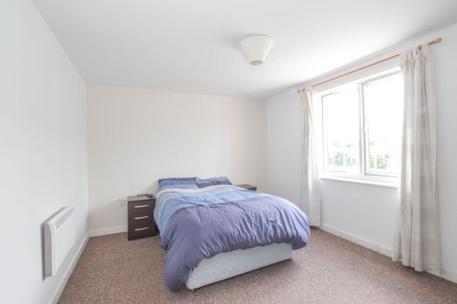 Bedroom One of 10 Great Western Road, Gloucester GL1