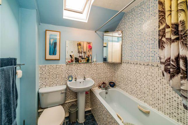 Bathroom of Badgers Meadow, Aylesbury HP22