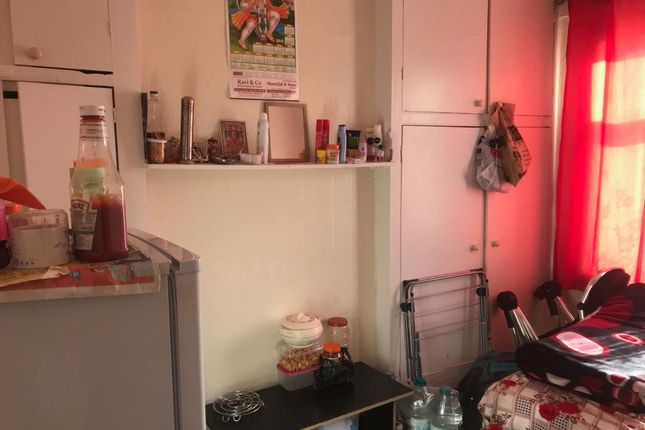 Thumbnail Flat to rent in Park Ave, Southall