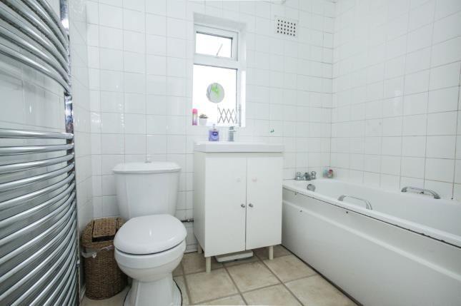 Bathroom of Wilsden Avenue, Luton, Bedfordshire, . LU1