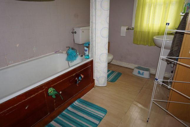 Bathroom of Burford Road, Nottingham NG7
