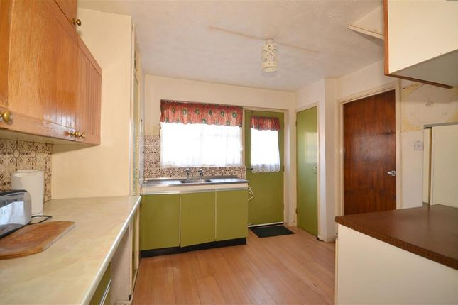 3 bed terraced house for sale in Latchetts Shaw, Basildon, Essex