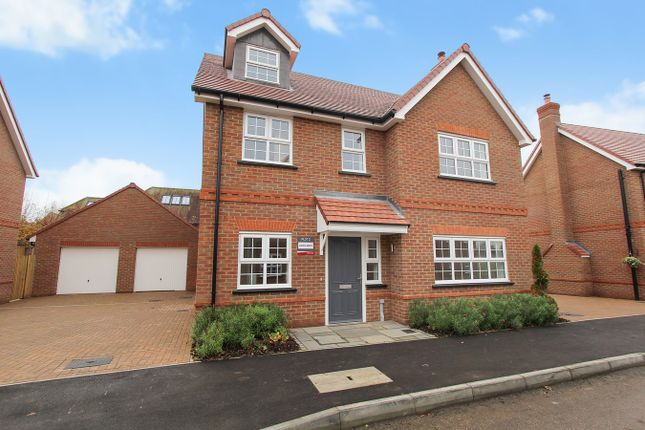 4 bed detached house for sale in Field View, Silsoe, Bedford MK45