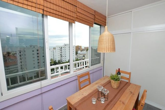 2 bed apartment for sale in Benalmádena, Málaga, Spain