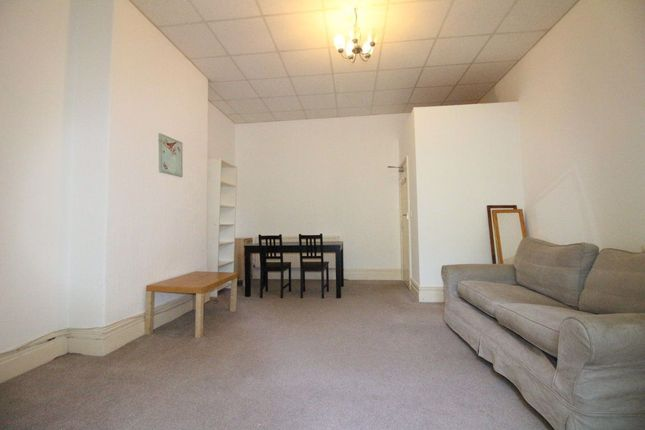 Flat to rent in East Grove, Roath, Cardiff