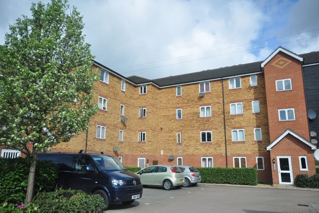 2 bed flat to rent in Dunlop Close, Dartford