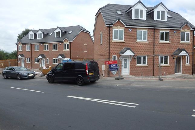 Thumbnail Town house to rent in Bull Street, Brierley Hill, West Midlands