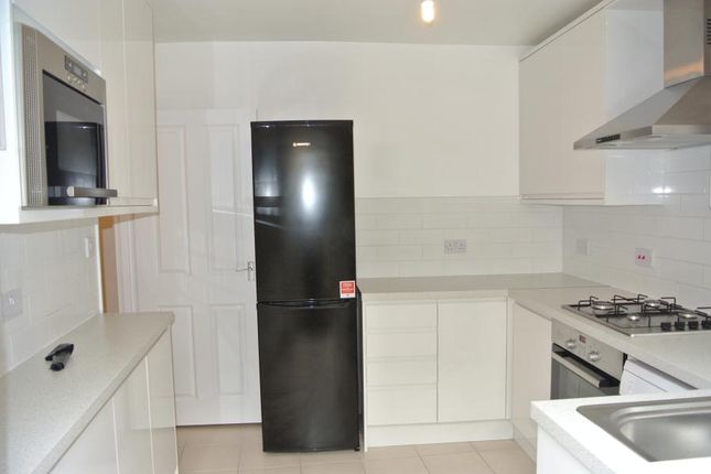 4 bed property to rent in South Island Place, London