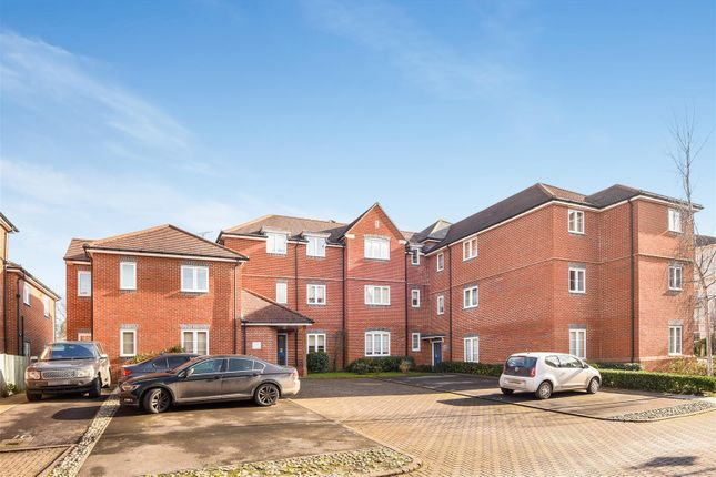 2 bed flat to rent in Wolage Drive, Grove, Wantage