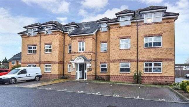 2 bed flat to rent in Sydenham Gardens, Chalvey Grove, Slough