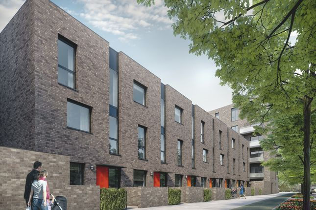 Thumbnail Town house for sale in Peartree Way, Greenwich
