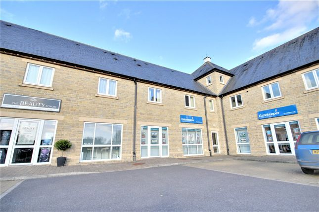 Thumbnail Flat to rent in Kingfisher Court, Northfield Farm Lane, Witney, Oxfordshire