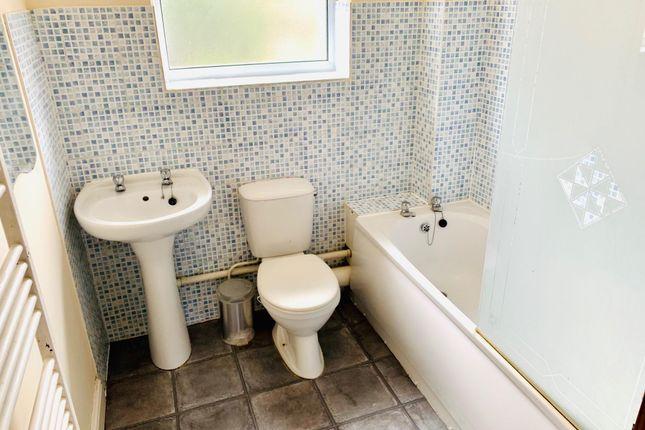 Bathroom of Lindholme Road, Lincoln LN6