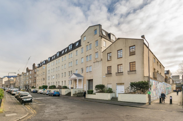Thumbnail Flat to rent in 51/23 Caledonian Crescent, Dalry