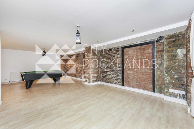 Thumbnail Flat to rent in Fairclough Street, Aldgate