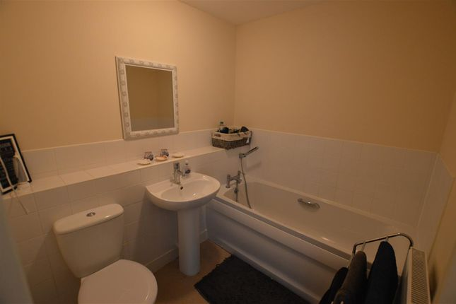 Bathroom of Montrose Grove, Greylees, Sleaford NG34