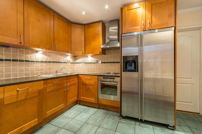 Thumbnail Flat to rent in Albion Street, Bayswater