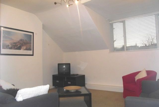 Flat to rent in Sutton Court Road, Chiswick, London