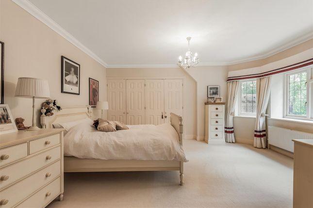 636375 (15) of Woodland Drive, East Horsley, Leatherhead KT24