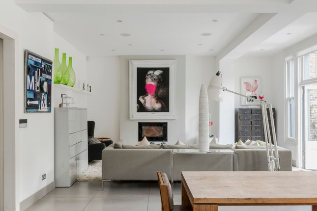 Thumbnail Town house to rent in Sibella Road, London