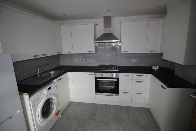 Thumbnail Flat to rent in Plomer Green Avenue, High Wycombe