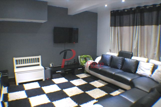 2 bed end terrace house to rent in Middleton Road, Morden
