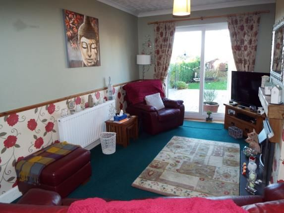 Lounge of Brooms Road, Luton, Bedfordshire LU2