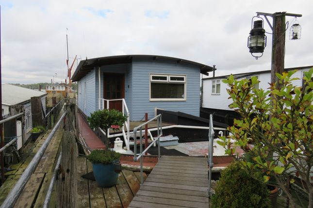 Thumbnail Houseboat for sale in Pinmill, Ipswich