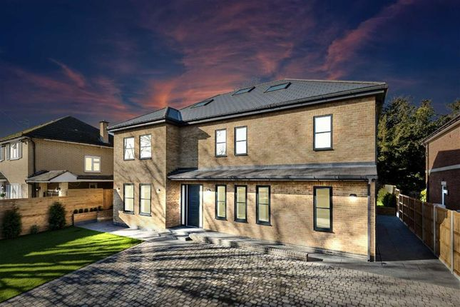 Thumbnail Property for sale in Quakers Walk, Winchmore Hill, London