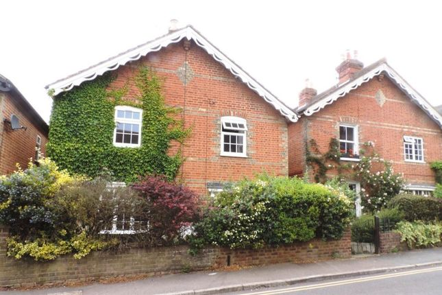 2 bed property to rent in Cline Road, Guildford